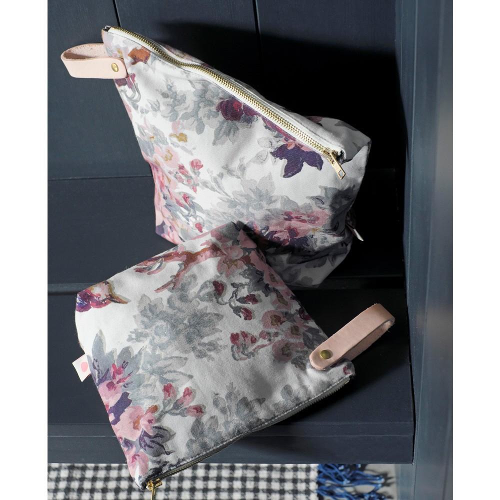 La cerise sur le gâteau Iona Toiletry Bag-product
