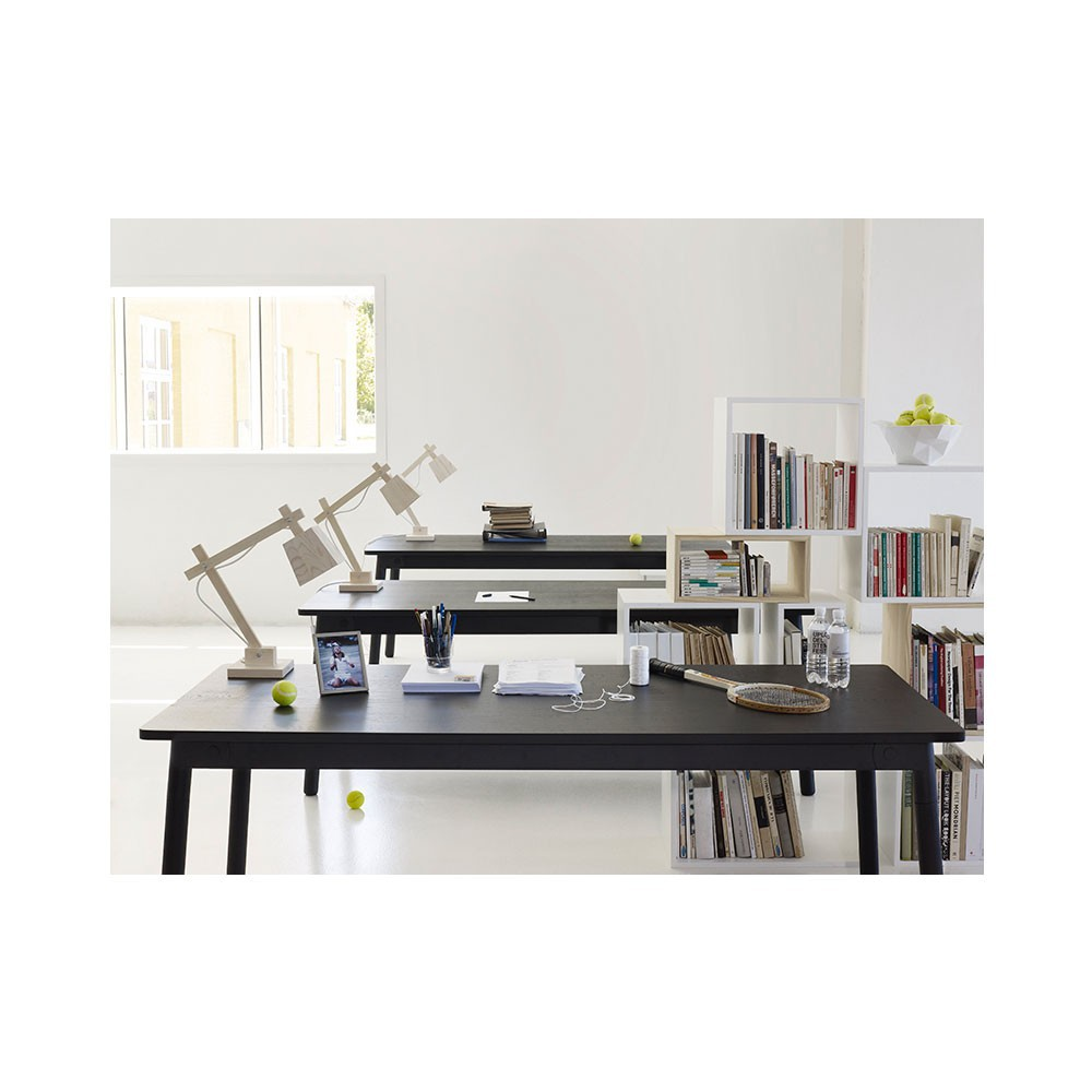 lampe de bureau en bois blanc muuto design enfant. Black Bedroom Furniture Sets. Home Design Ideas