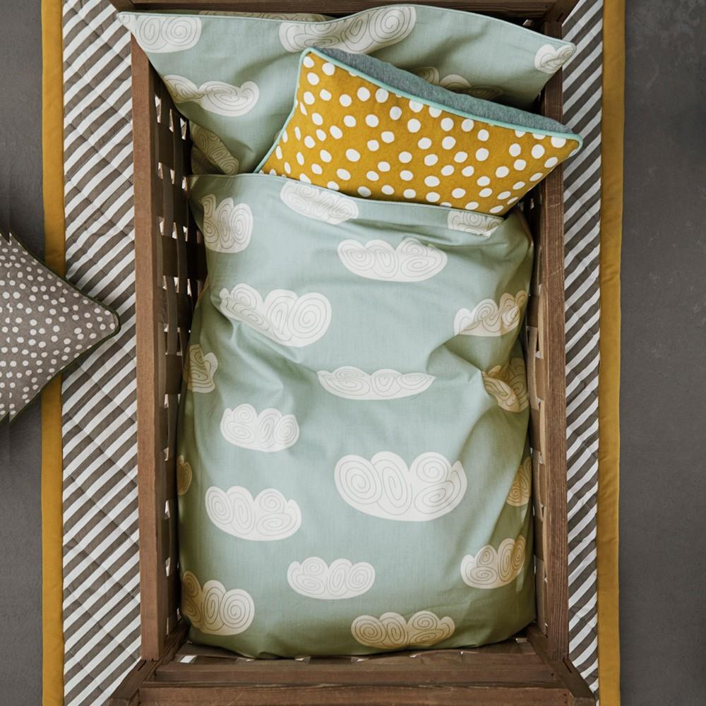 parure de lit nuages vert menthe 100x140 cm ferm living. Black Bedroom Furniture Sets. Home Design Ideas