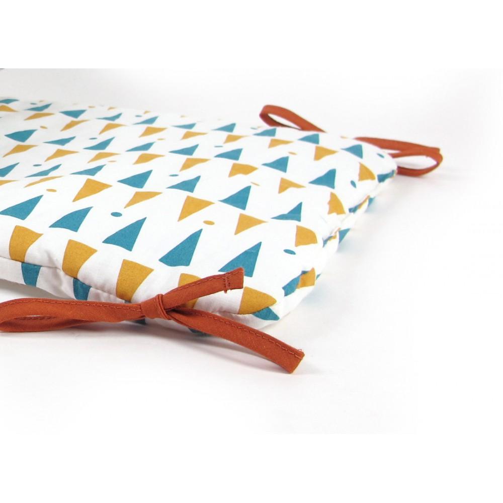 tour de lit constantinople triangles jaune bleu nobodinoz. Black Bedroom Furniture Sets. Home Design Ideas