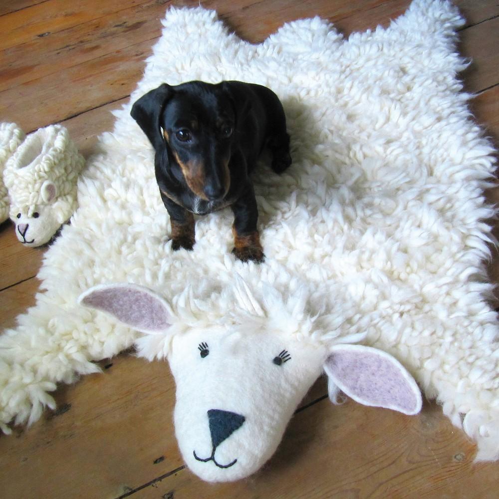 tapis mouton sew heart felt design enfant. Black Bedroom Furniture Sets. Home Design Ideas