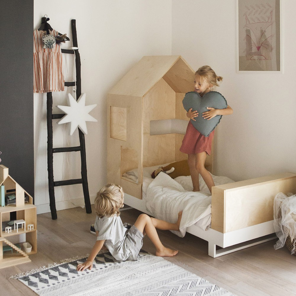 lit junior cabane 80x160 cm naturel kutikai design enfant. Black Bedroom Furniture Sets. Home Design Ideas