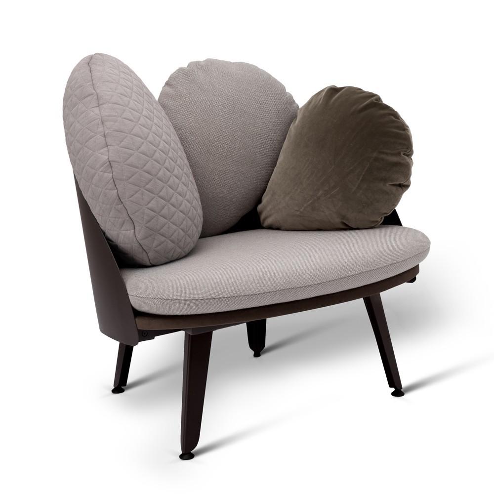 fauteuil nubilo gris noir gris petite friture design enfant. Black Bedroom Furniture Sets. Home Design Ideas