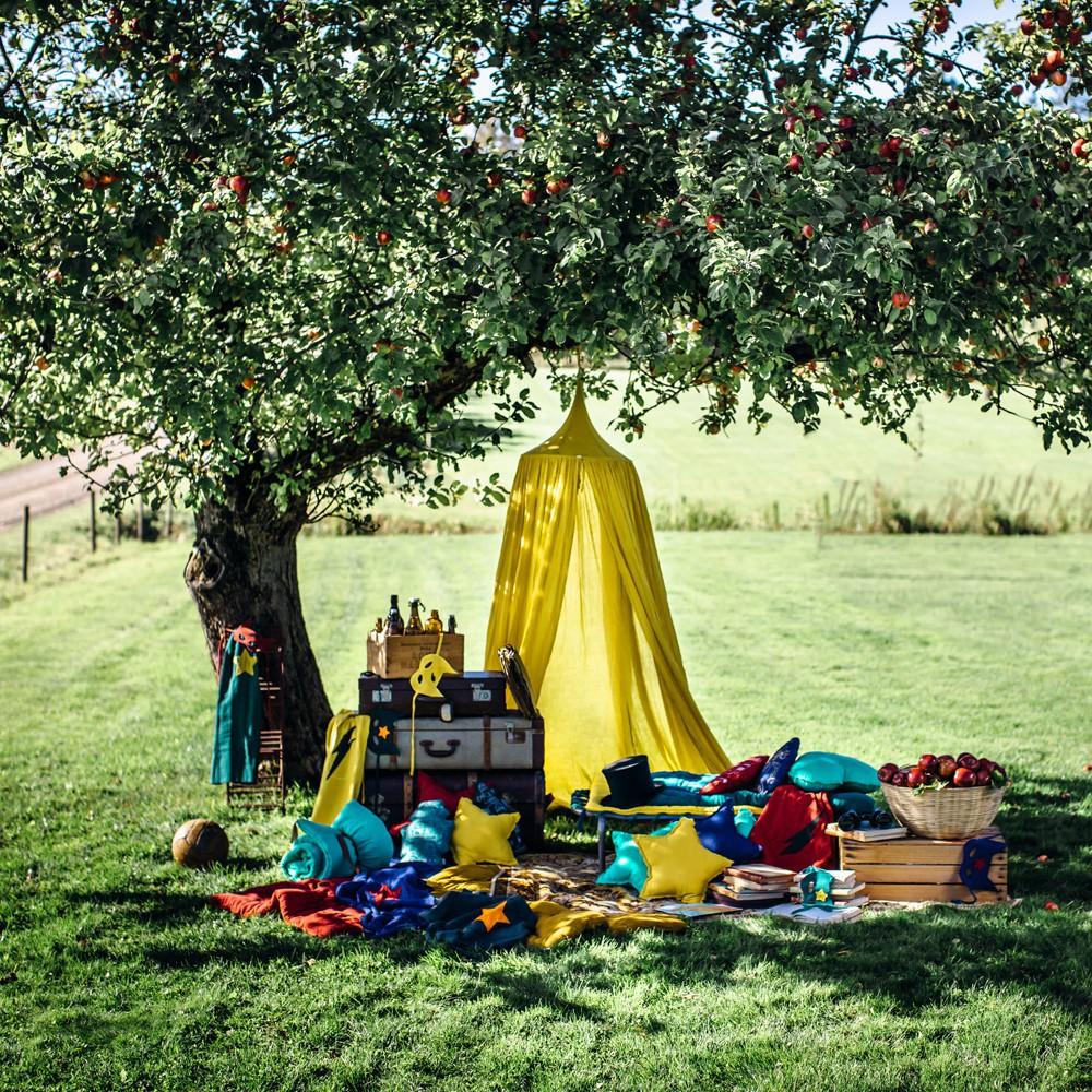 ciel de lit jaune tournesol numero 74 design b b. Black Bedroom Furniture Sets. Home Design Ideas