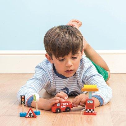 le toy van tout l 39 univers le toy van sur smallable. Black Bedroom Furniture Sets. Home Design Ideas