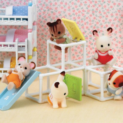 Sylvanian Sportsaal Baby-listing
