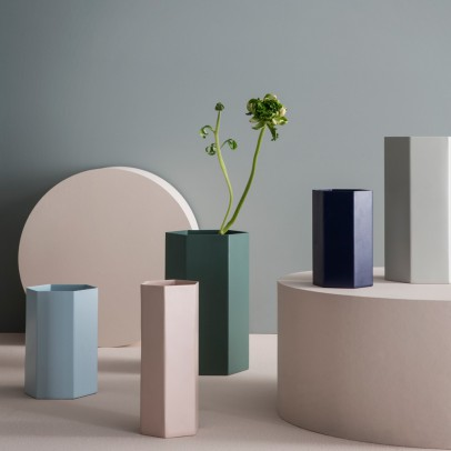 Ferm Living Vase Hexagon en métal H12cm-product