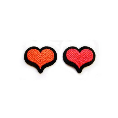 Macon & Lesquoy Assortment of 2 Heart Badges Red-listing