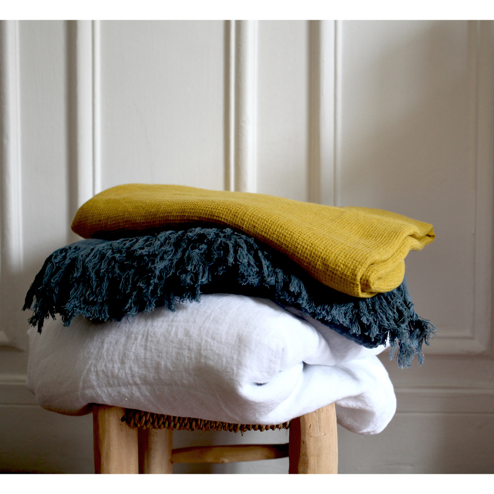 drap de bain nid d 39 abeille en lin lav 90x160 cm curcuma. Black Bedroom Furniture Sets. Home Design Ideas
