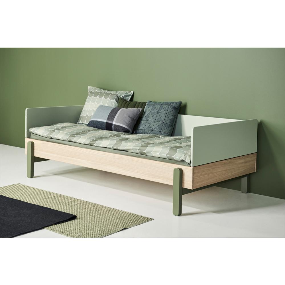 https://staticv2.smallable.com/835078-thickbox/letto-singolo-in-legno-di-quercia-con-testiera-bassa-popsicle-90x200cm.jpg